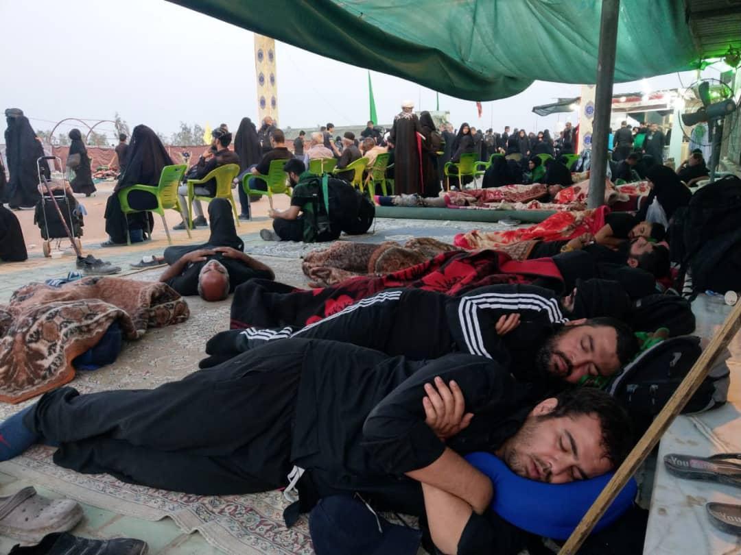 استراحت بیتکلف فرزند ارشد دبیر کل حزبالله در موکبهای اربعین+ عکس