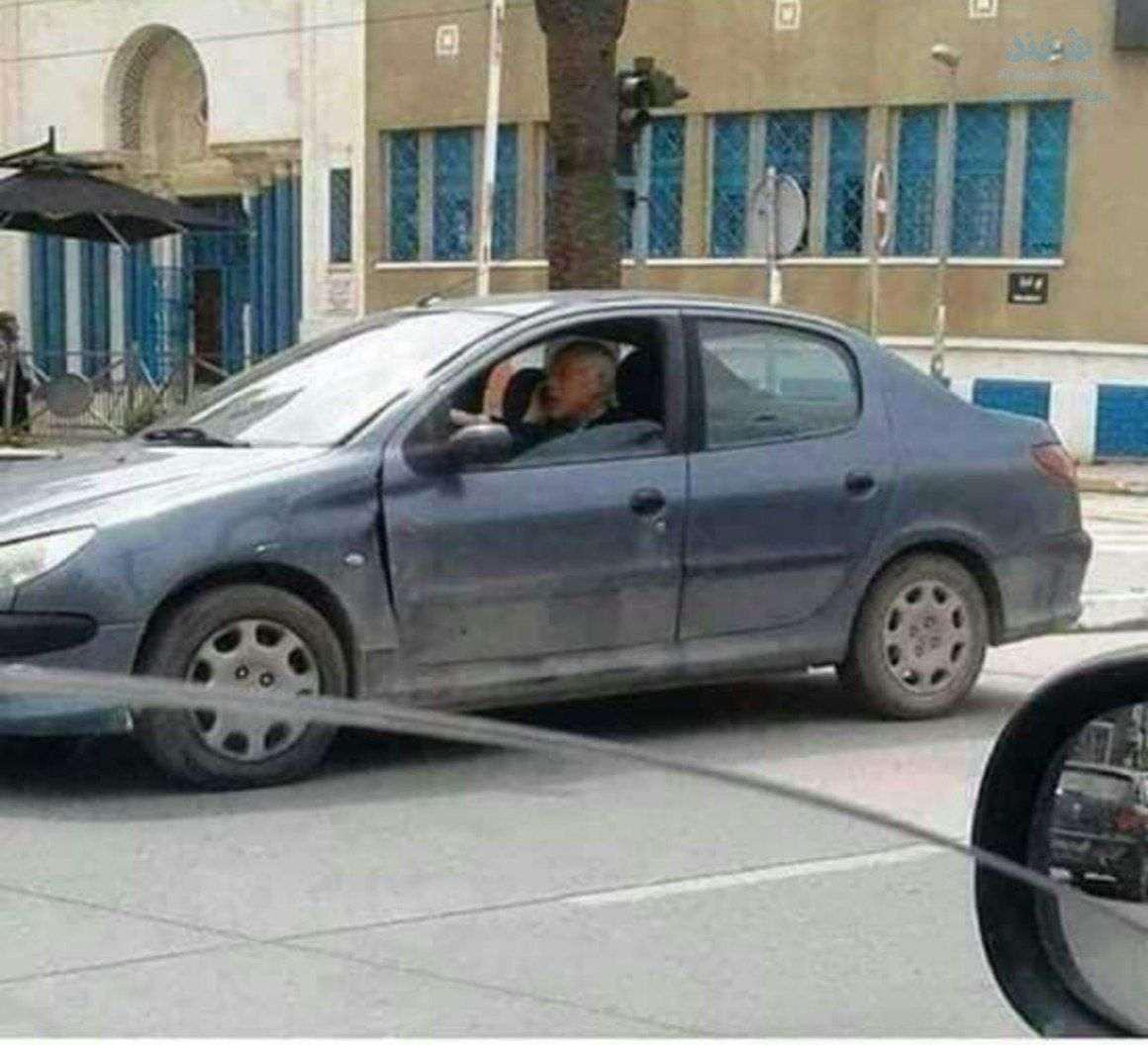 رئیس جمهوری که با خودروی ساخت ایران تردد میکند+تصویر