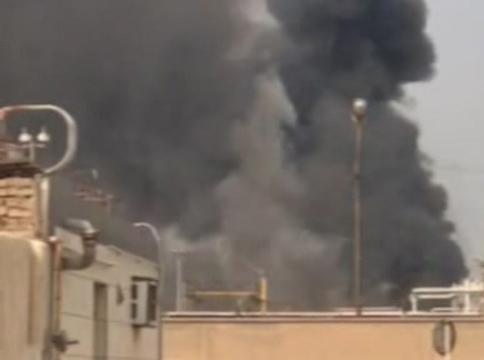 سیاه شدن آسمان آبادان پس از آتش سوزی در پالایشگاه + فیلم