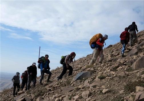 صعود تیم کوهنوردی کهگیلویه به قله کَهدون
