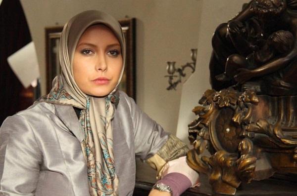 فریبا نادری: گفتو گوی خواندنی با فریبا نادری/ مردم با نقش منفی من در «ستایش ۳» کنار آمده اند