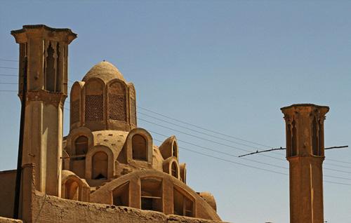 بادگیرهای یزد بر باد میروند / وقتی امارات با معماری ایران نان گردشگری چرب می کند