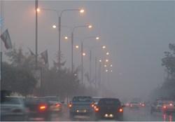 بارش باران و لغزندگی جادههای استان زنجان را خیس و لغزنده کرده است