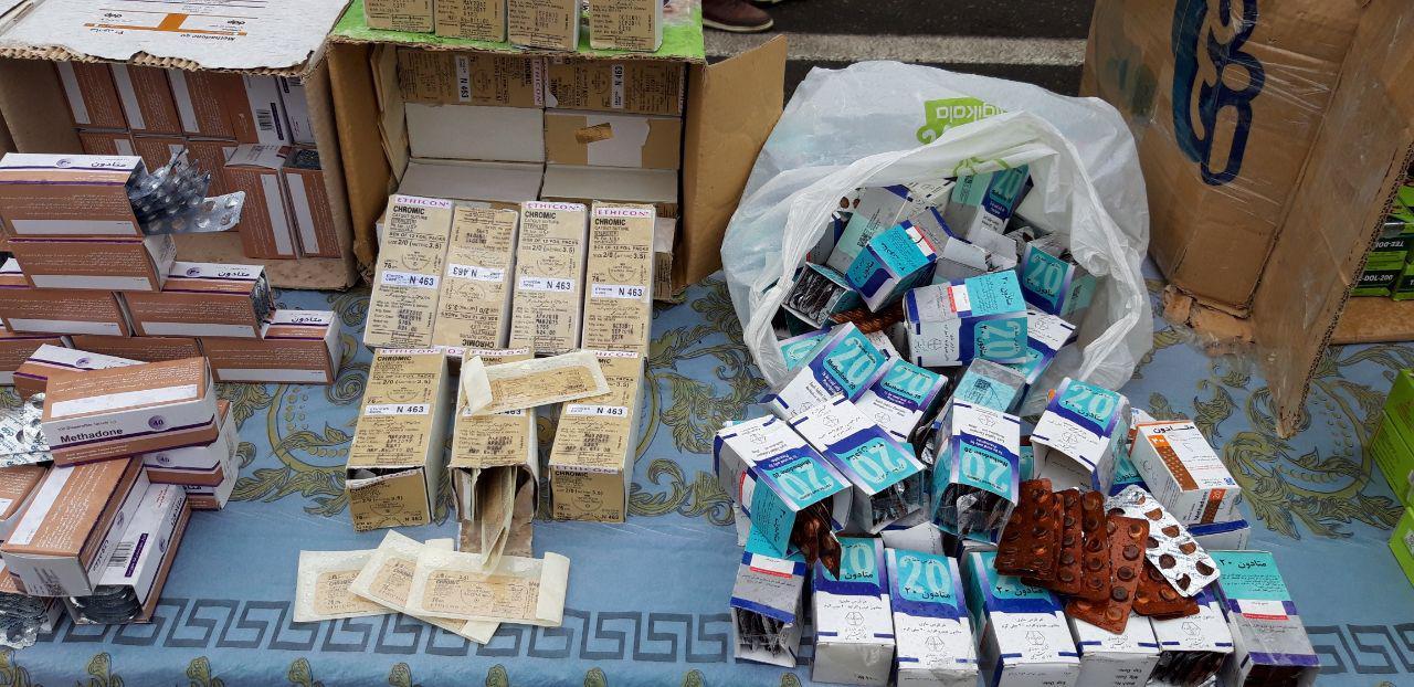 کشف ۳۰۰ هزار داروی قاچاق و تقلبی از بازار ناصرخسرو/ شناسایی داروخانههای متخلف پایتخت+ عکس
