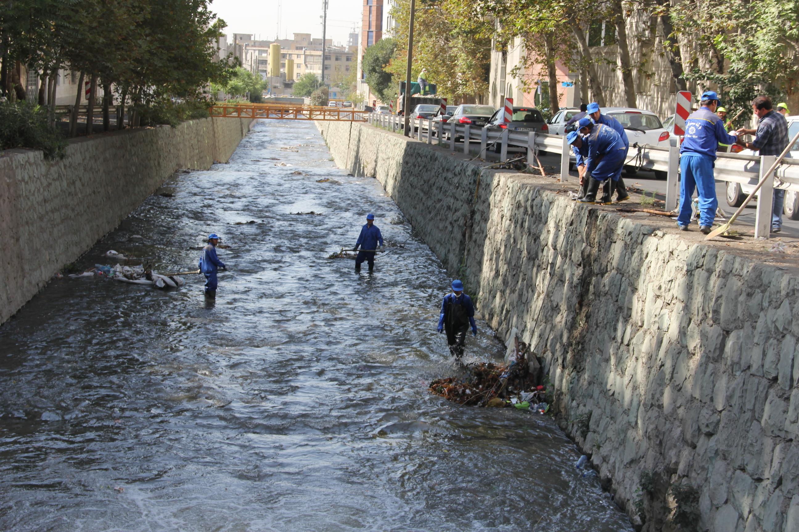 کاظمی/ طرح جمع آوری آبهای سطحی در مناطق ۵، ۲۱ و ۲۲ تکمیل نیست