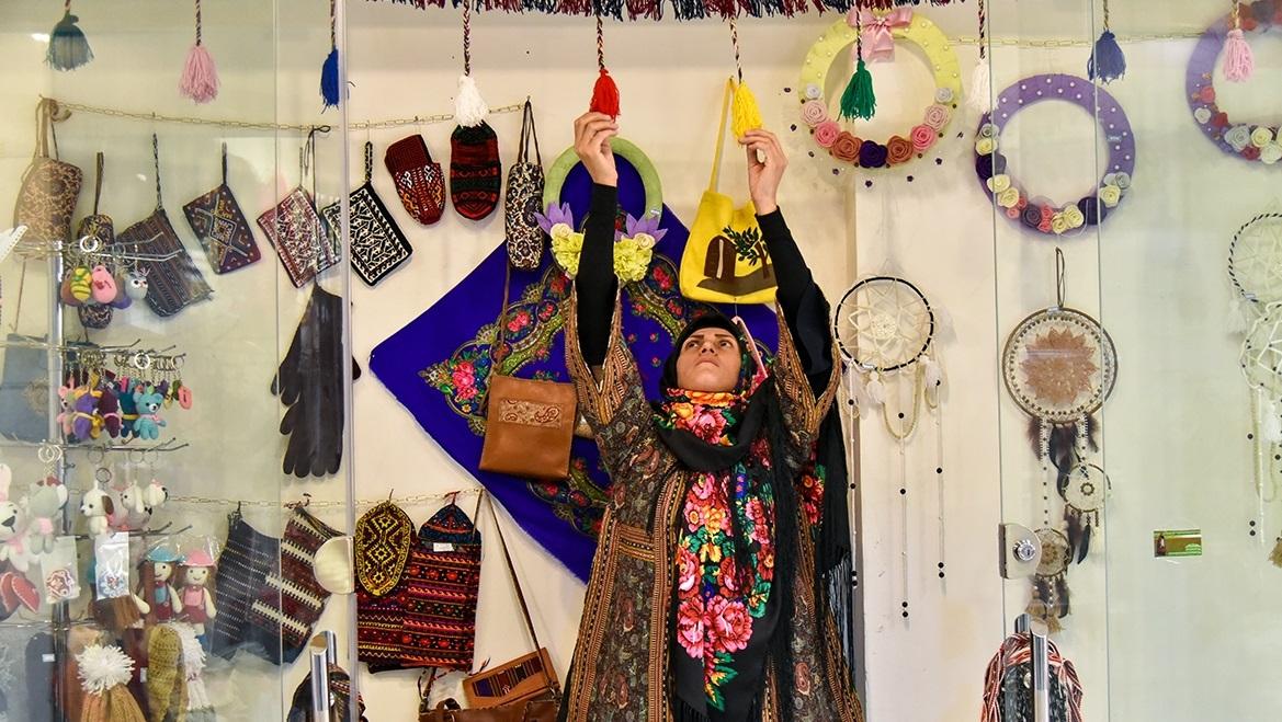 بازار «گذر فرهنگ و هنر» مشهد/ بازارچه فروش آثار هنرمندان این شهر