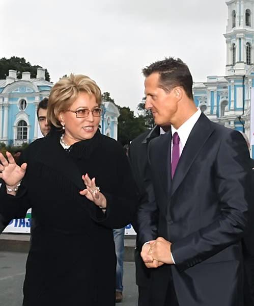 در همچنان برای قویترین زن روسیه بروی یک پاشنه میچرخد