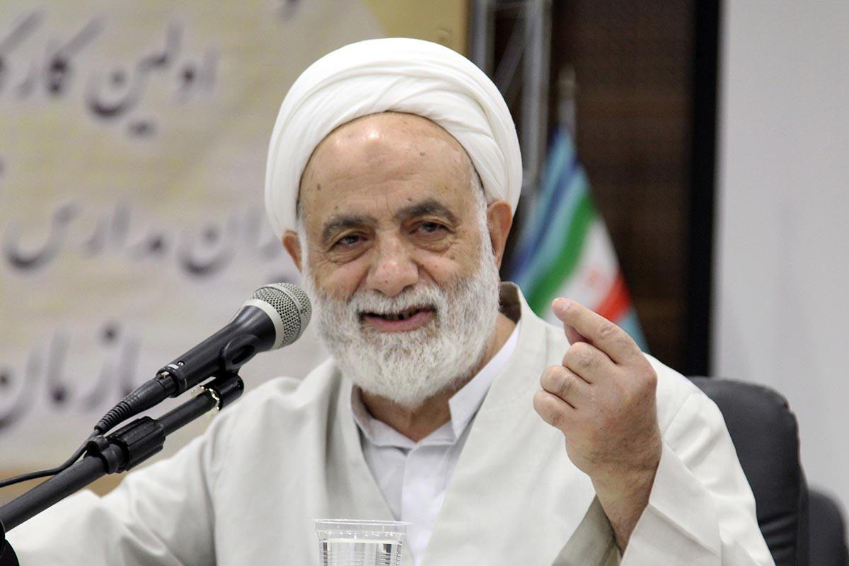 برای نیازهای معارفی ایرانیان خارج از کشور هوشمندانه برنامه ساخته شود