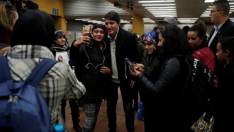 سلفی نخست وزیر کانادا با مسافران مترو+ فیلم