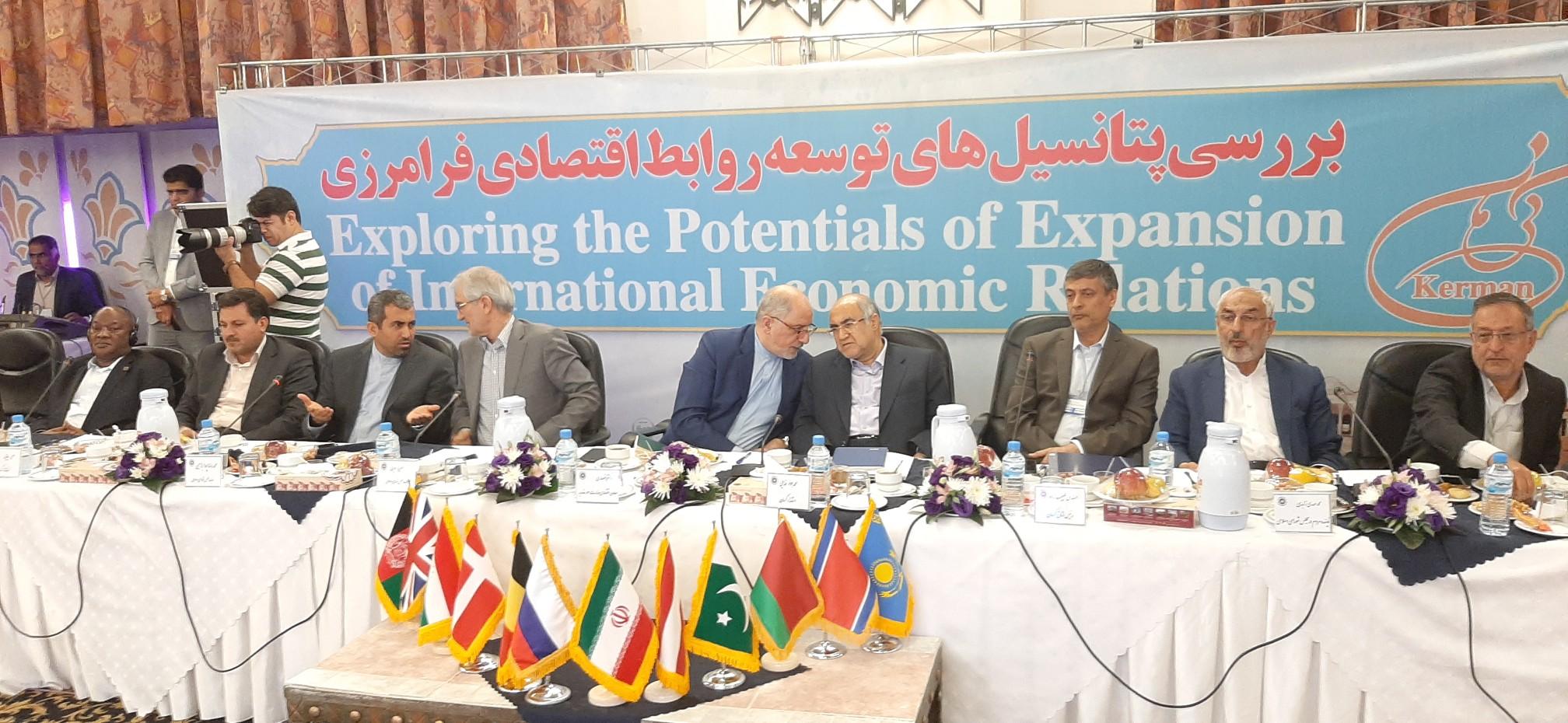 ارتباط تجاری کرمان با ۶۶ کشور جهان/رایزن های اقتصادی جلوی رفتارهای خصمانه ضد تجاری را بگیرند