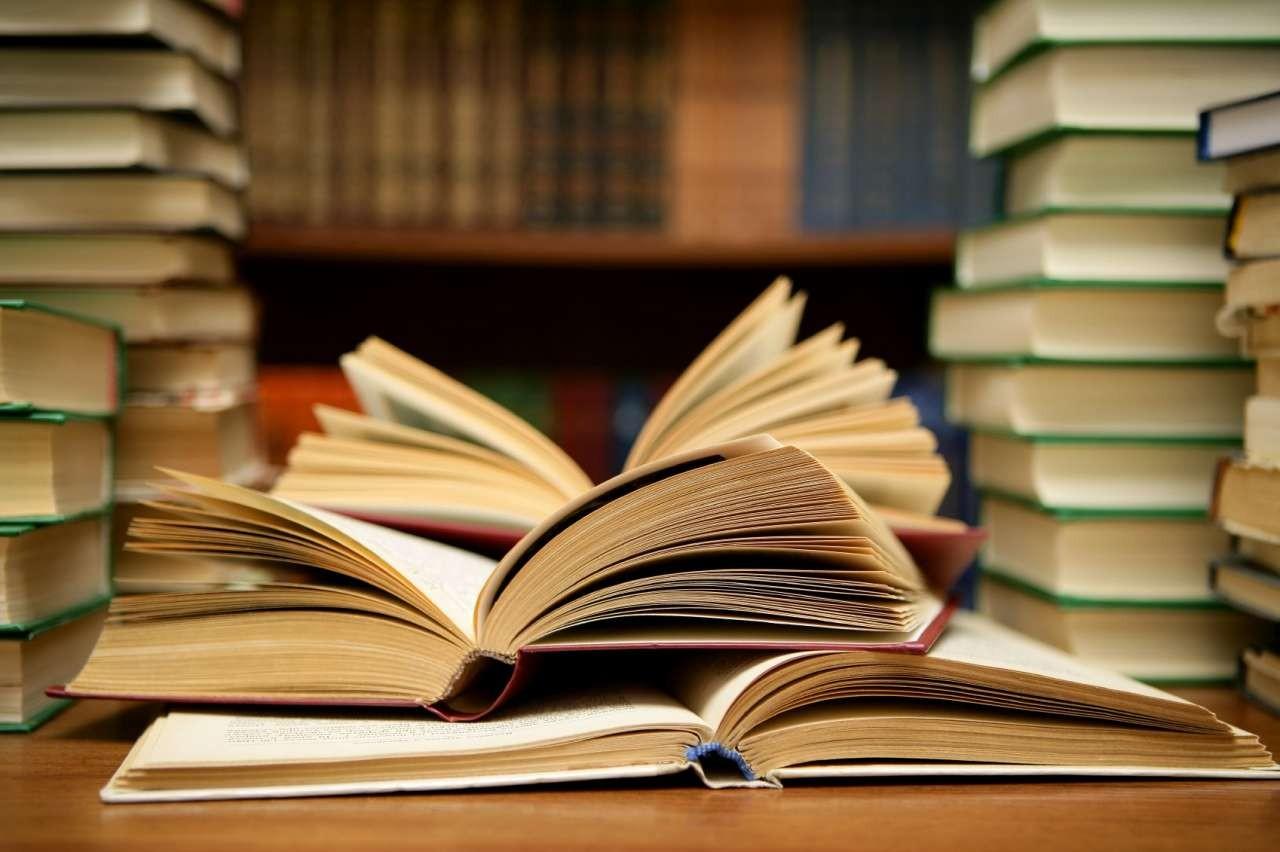 مجوز انتشار دو کتاب لغو شد