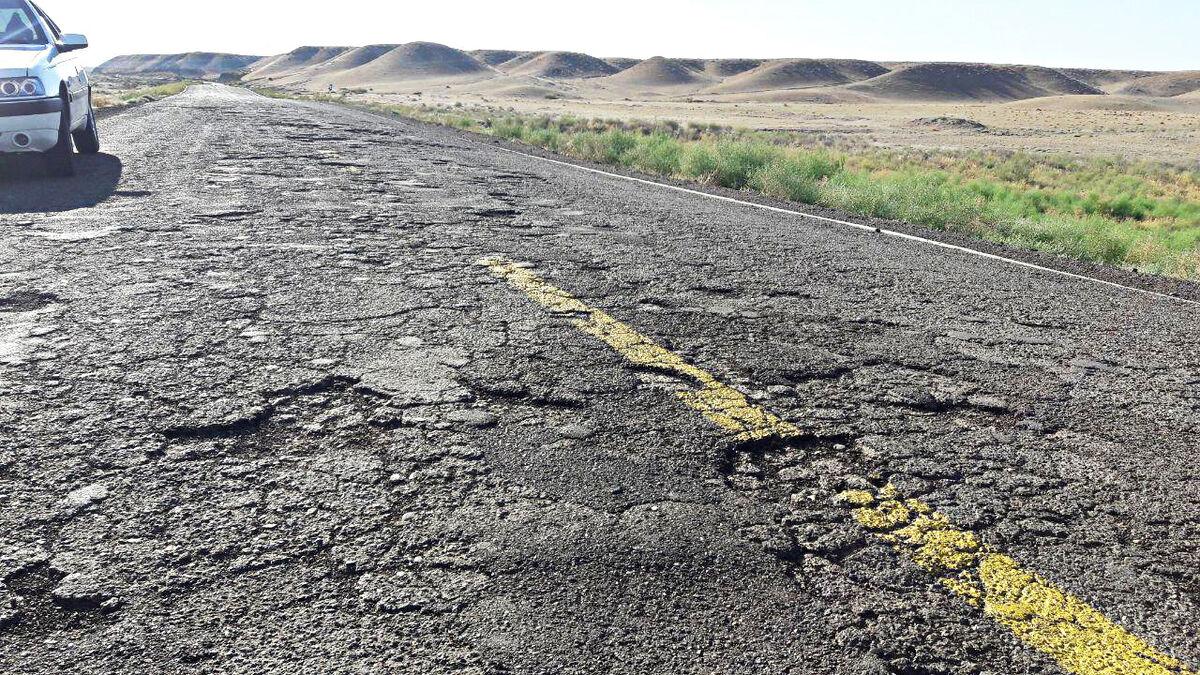 راههای بیکیفیتی که تبدیل به قتلگاه رانندگان شده است / گران شدن قیر جادههای کشور را ناایمن کرد