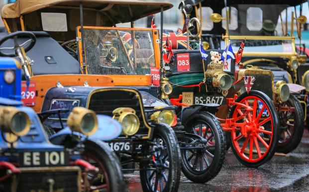تصاویر روز: از برگزاری مسابقه خودروهای قدیمی در لندن تا حضور دونالد ترامپ در سالن ورزشی نیویورک برای تماشای مسابقات رزمی