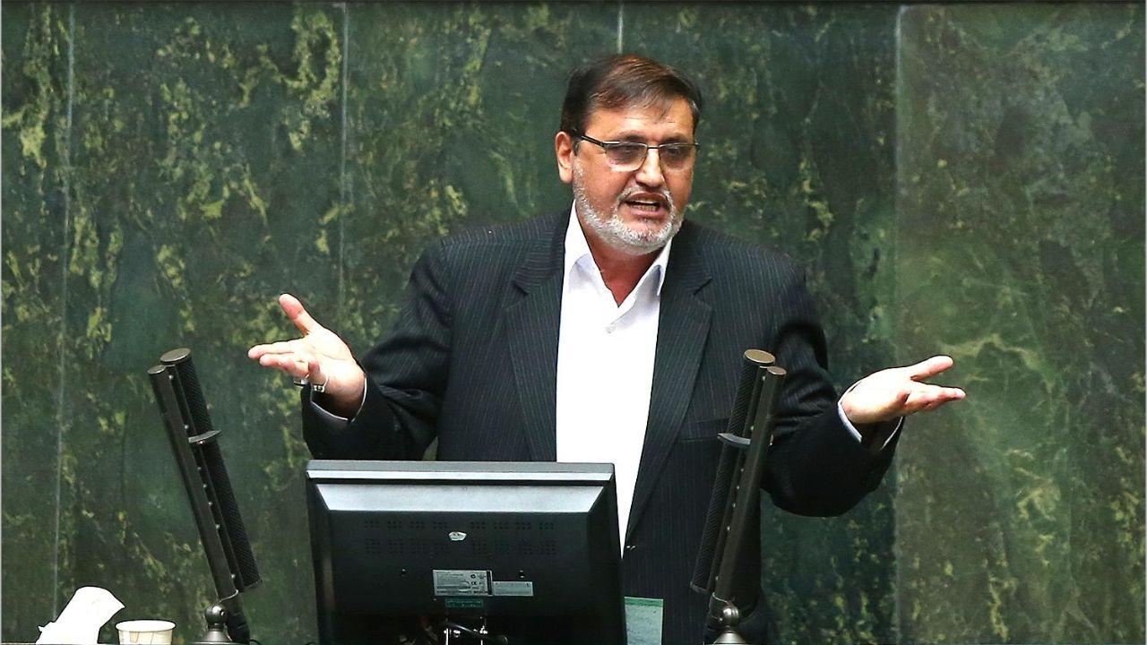 آقای ظریف نباید جلسه را ترک میکرد/ وزیر خارجه به ما اخم میکند و خندههایشان را برای کری و جانسون میبرد
