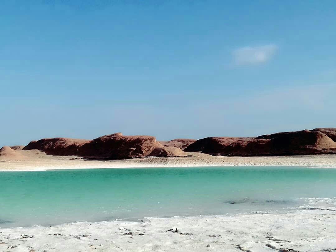 سیلاب دریاچه ای زیبا در دل کویر ایجاد کرد