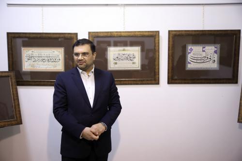 دیوارهای مشهد مزین به آیات و پیامهای قرآنی میشوند
