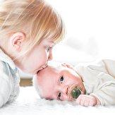 باشگاه خبرنگاران -نکات کلیدی برای خاموش کردن آتش حسادت به خواهر یا برادر در فرزند اول