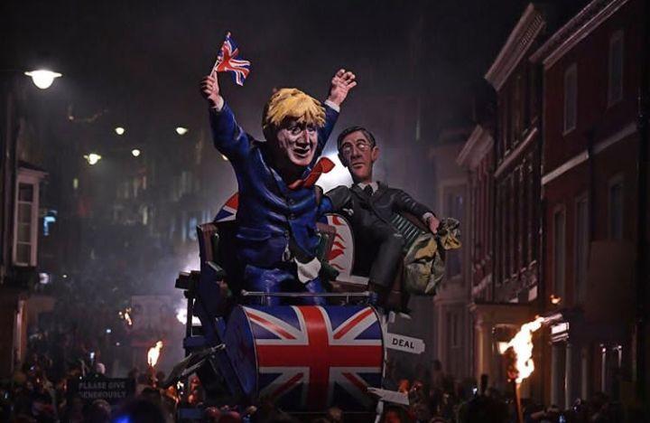 جشن انگلیسیها در سالگرد توطئه باروت + تصاویر