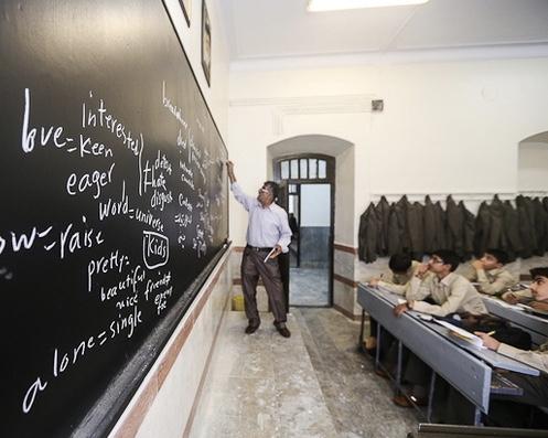 ارائه مصوبه رفع انحصار آموزش زبان انگلیسی توسط مجلس اشتباه بود