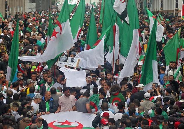 تظاهرات مردم الجزایر در اعتراض به زمان برگزاری انتخابات ریاست جمهوری