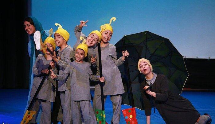 امروز ۱۴ نمایش در همدان به روی صحنه میرود
