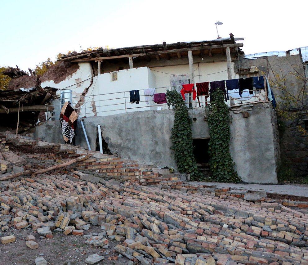 آخرین جزییات امداد رسانی به زلزله زدگان شمال غرب کشور/ابلاغ پیام همدردی رهبر معظم انقلاب به زلزله زدگان+ تصاویر
