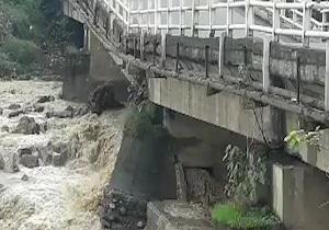 استاندار گیلان از نصب پل فلزی موقت در شهر اسالم خبر داد