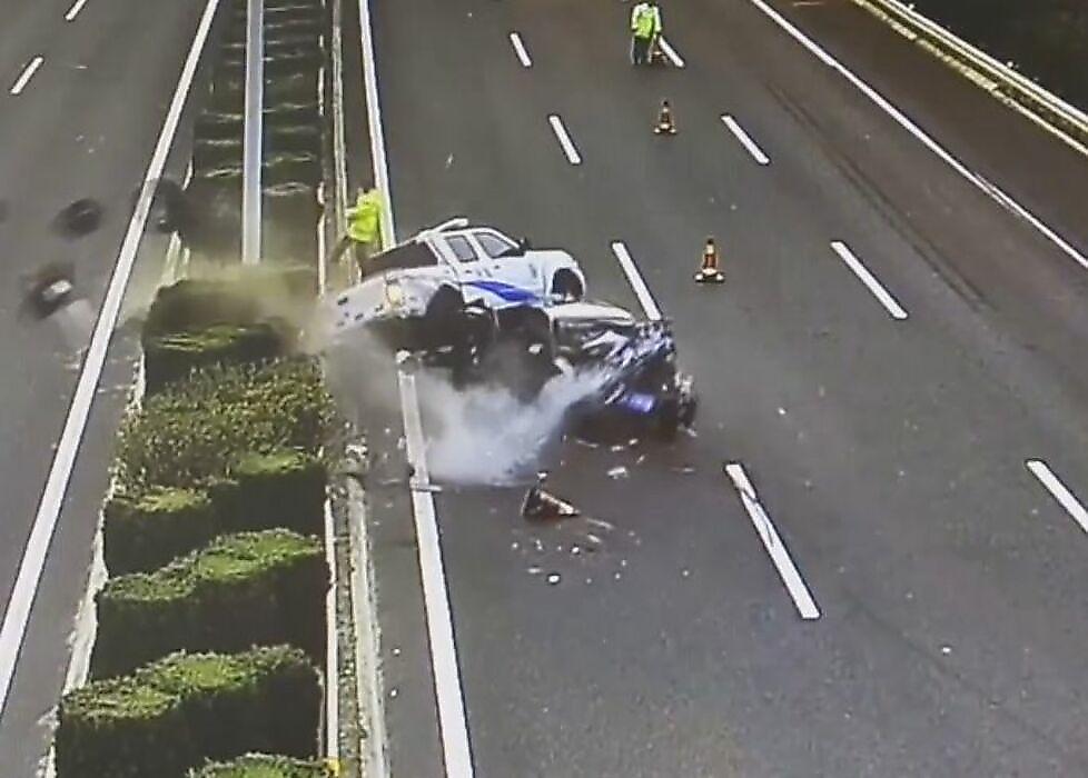 تصادف وحشتناکی که ماشین پلیس قربانی آن شد+فیلم