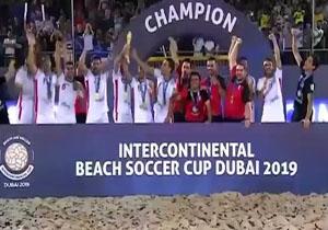 لحظه اهدای جام قهرمانی فوتبال ساحلی بین قارهای ۲۰۱۹ به ایران + فیلم
