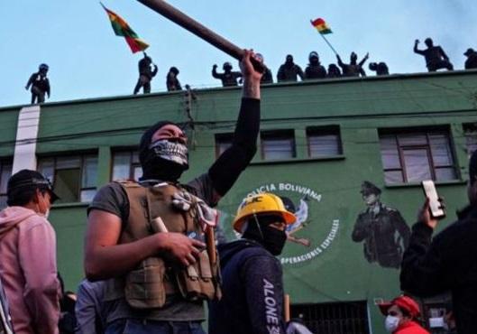 اشغال ساختمانهای رادیو و تلویزیون دولتی بولیوی به دست معترضان
