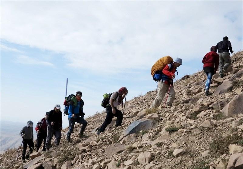 جمعی از کوهنوردان به ارتفاعات بانکول ایوان صعود کردند