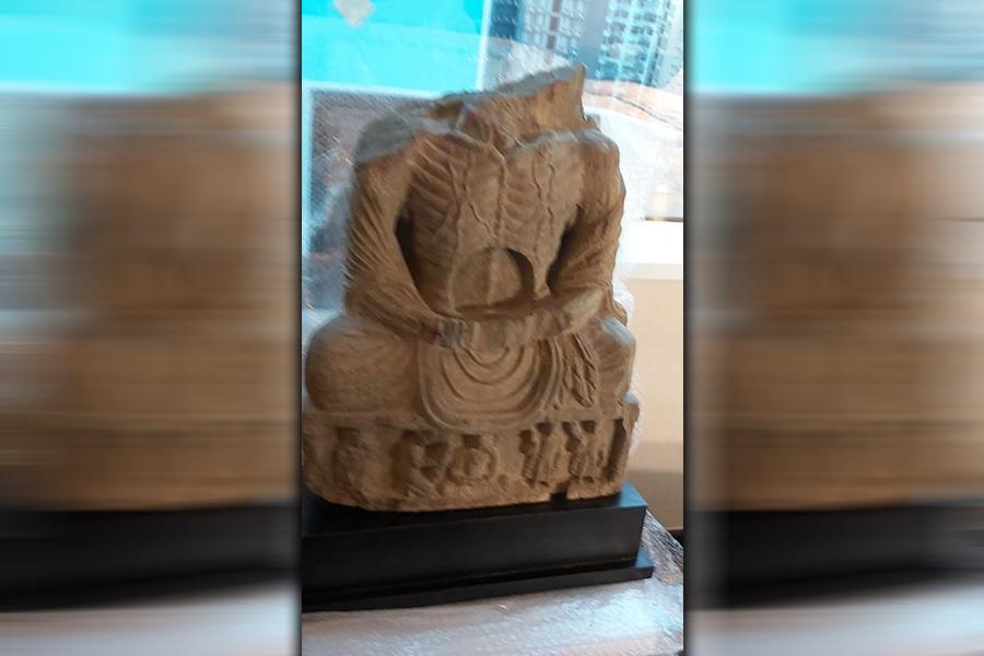شهروند هنگ کنگی یک اثر باستانی را به افغانستان سپرد