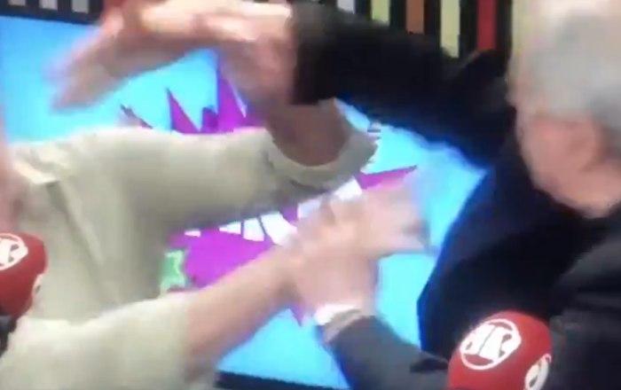 درگیری فیزیکی دو کارشناس در پخش زنده! + فیلم///