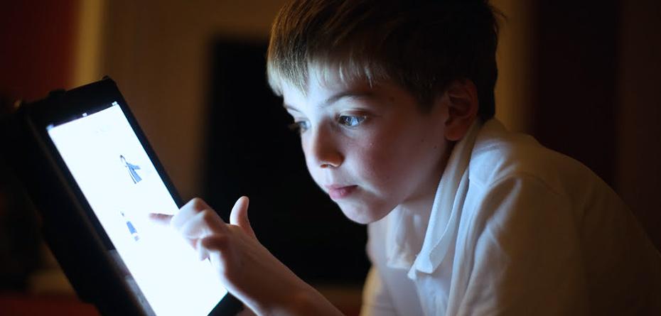 تبعات شیوههای جدید یادگیری پای تبلت / آنها باید بچگی کنند!