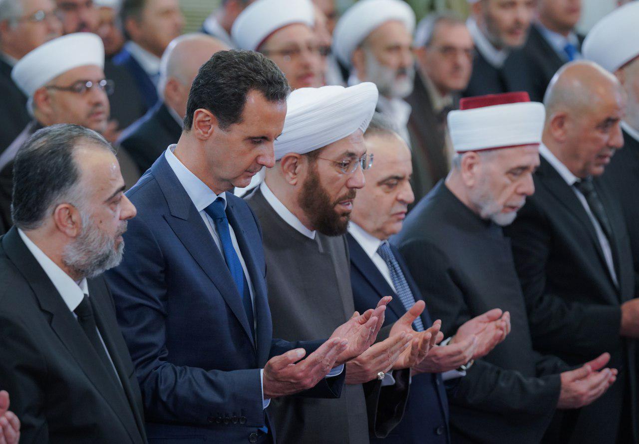 حضور اسد در مراسم جشن میلاد پیامبر (ص) در مسجدی در دمشق+ تصاویر