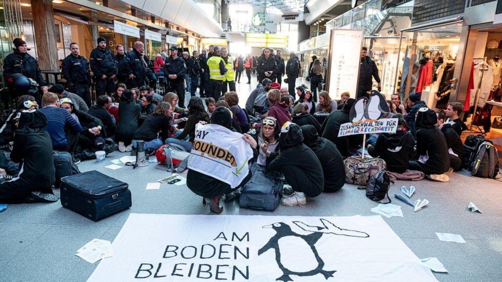 تجمع معترضان به انتشار گازهای گلخانهای در فرودگاه برلین