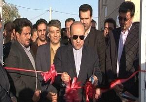 افتتاح زمین چمن مصنوعی با حضور وزیر ورزش و جوانان