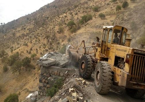تخریب یک مورد دیوار کشی غیرمجاز در اراضی کشاورزی شهرستان کرمانشاه