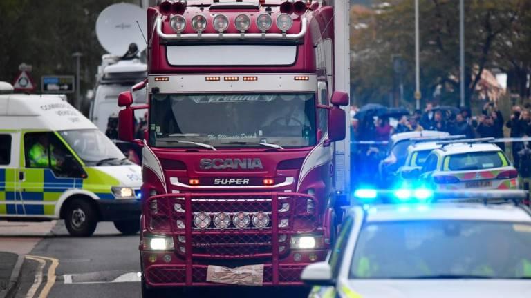 معمای کامیون پر از جسد در انگلیس/ یورش پلیس به دو خانه در ایرلند شمالی