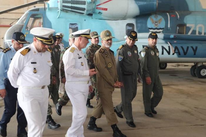 فرمانده کل ارتش از پایگاه دریایی بوشهر بازدید کرد + عکس
