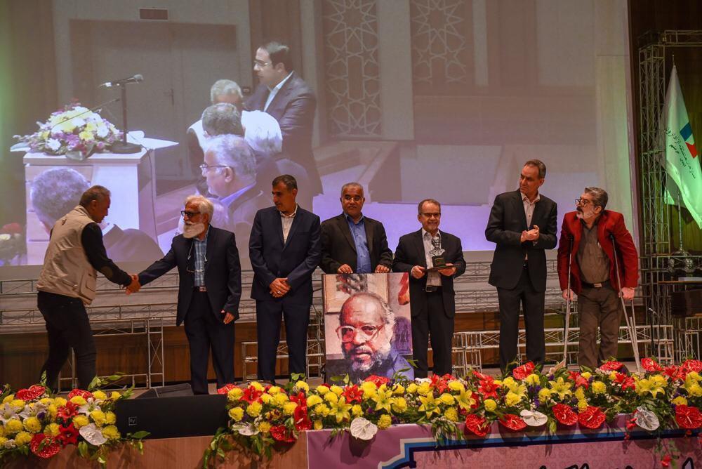اختتامیه بیست و دومین جشنواره ملی تئاتر فتح خرمشهر برگزار شد/نمایش «دستهایم کو مم حسن»؛ برنده ۹ جایزه