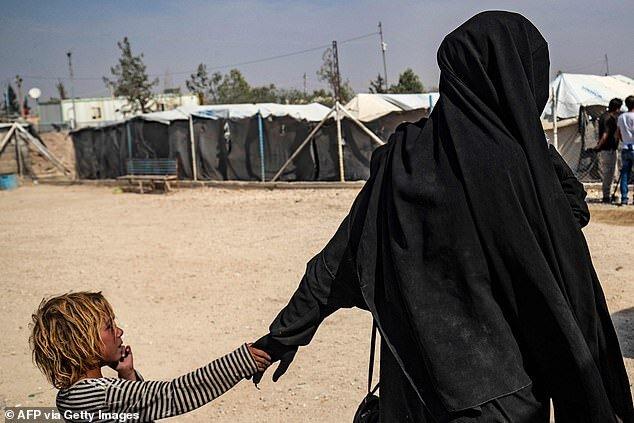 آشوب بیوههای داعش و تروریستزادهها در «الهول»/ شما را ذبح خواهیم کرد!