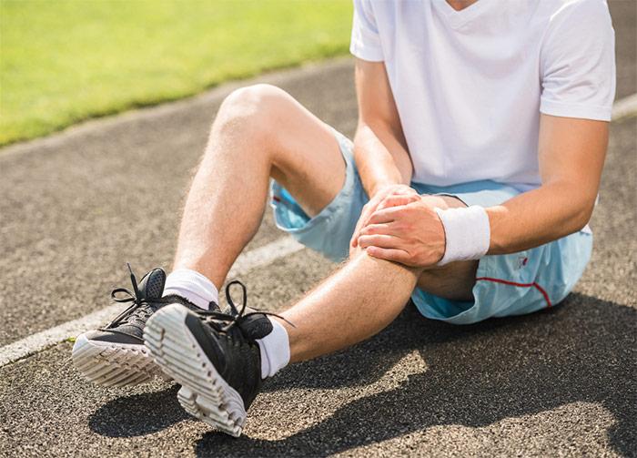 چگونه با مصدومیتهای ورزشی برخورد کنیم؟ / انواع آسیبهای ورزشی و روش درمان موقت