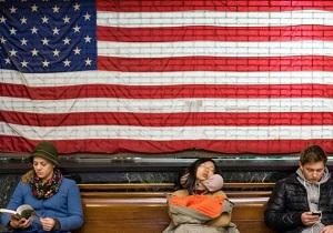 اکثر آمریکاییها در کشور خود احساس غریبگی میکنند