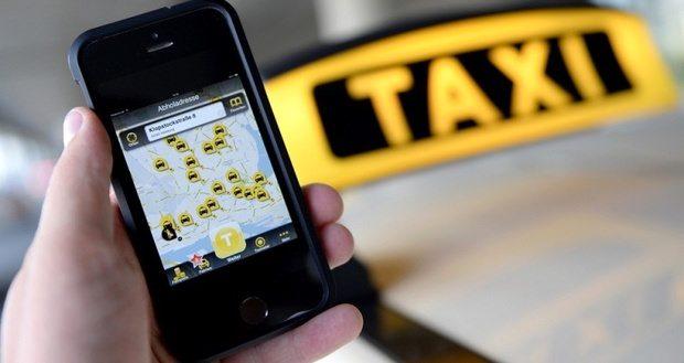 فعالیت تاکسیهای اینترنتی برون شهری غیرقانونی است/ هیچ مجوزی از سازمان راهداری برای فعالیت تاکسیهای اینترنتی برون شهری ارائه نشده است