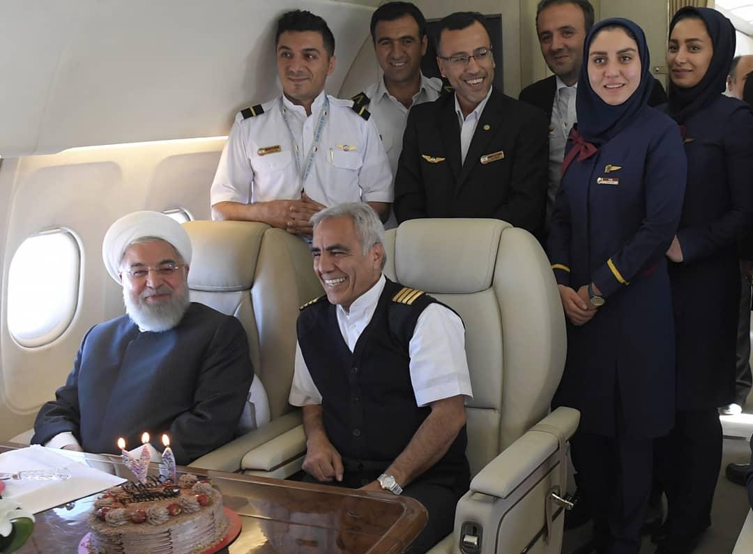 جشن تولد غافلگیرانه رئیس جمهور روحانی در آسمان +تصاویر