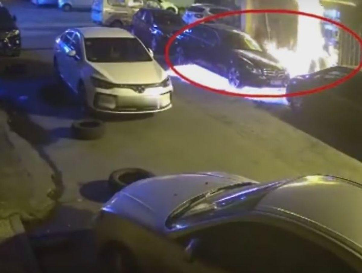 در نتیجه کشتن سوسک ۳ خودرو به آتش کشیده شد+فیلم