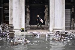 ونیز زیر آب رفت