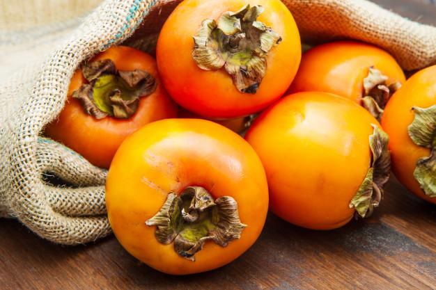 ثبات قیمت انار و خرمالو در شب یلدا/اختلاف ۵۰ تا ۱۰۰ درصدی قیمت میوه در سایه کمبود نظارت دستگاه متولی