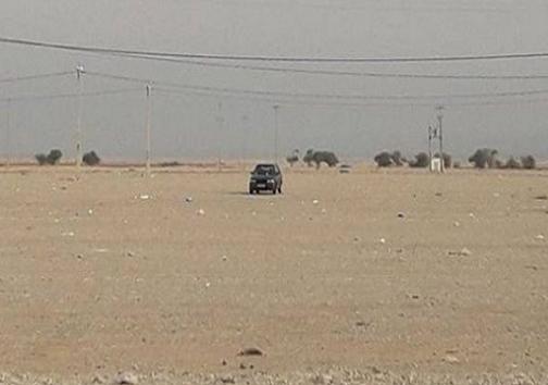 تنها خودروی جامانده مرز مهران جابجا شد/ بخاطر درست پارک نکردن به زیر ساخت ها خسارت وارد شد